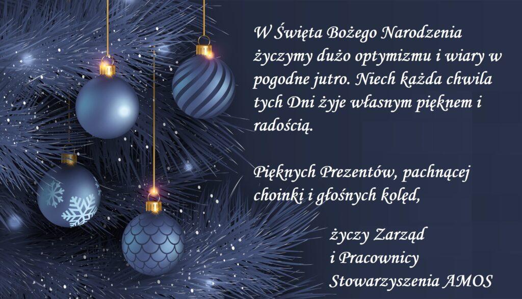 """Obraz przedstawia życzenia Bożonarodzeniowe na rok 2020. """"W Święta Bożego Narodzenia życzmy dużo optymizmu i wiary w pogodne jutro. Niech każda chwila tych Dni żyje własnym pięknem i radością. Pięknych Prezentów, pachnącej choinki i głośnych kolęd, życzy Zarząd i Pracownicy Stowarzyszenia AMOS."""""""