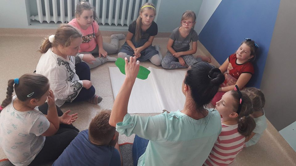Obraz przedstawia naszych wychowanków podczas zajęć socjoterapeutycznych.