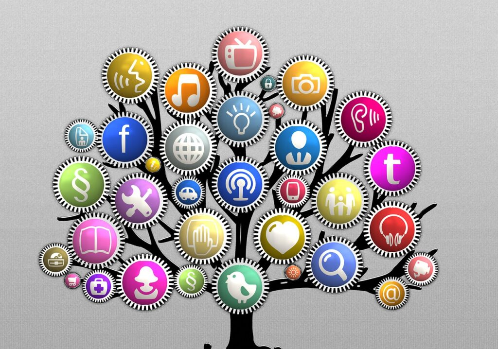 Obraz przedstawia drzewo z zamienionymi liśćmi na rzecz ikon różnych aktywności jak robienie zdjęć czy słuchanie muzyki.